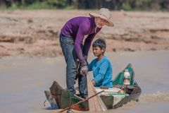 洞里萨湖,柬埔寨浮动村庄  免版税图库摄影