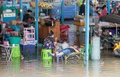 洪水在市场上在萨穆特Prakan,泰国 图库摄影