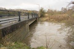 洪水的河Dearne 4月3日2018年在Dearne, Rother的Wath 免版税图库摄影