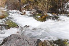洪流美丽的景色在jiuzhaigou的 库存图片