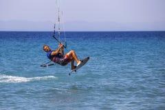 活动迷离kitesurfer行动 免版税库存照片