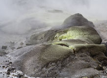 活动geotermal岩石硫磺 免版税图库摄影
