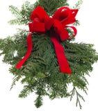 活绿色和红色弓的圣诞节装饰 免版税库存照片