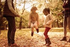 活跃家庭在公园 库存图片