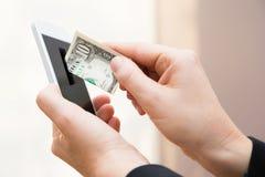 流动互联网付款-美元 免版税库存图片