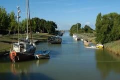 流动入海的河在法国 库存图片