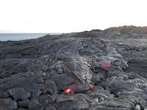 流动在大岛,夏威夷的热的熔岩 库存图片