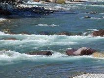 流动在河的水 免版税库存图片