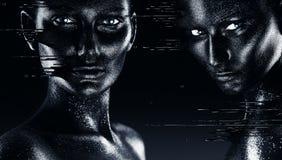 流动在面孔的黑油漆的热的超现实的妇女 免版税库存照片