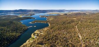 流动在Aust中青山的斯诺伊河空中全景  库存图片