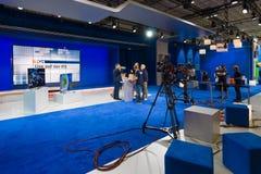 流动演播室德国电视新闻播报员N24 免版税库存图片