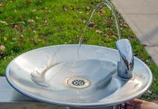 流动的公园喷泉 库存照片