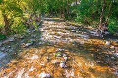 流动的河-山河 库存图片