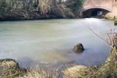 流动的河Cherwell 图库摄影