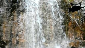 流动的水和石头 股票视频
