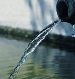 流动的水 免版税图库摄影