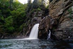 流动的Linville瀑布 免版税库存图片