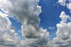 流动象河的云彩 库存照片