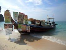 流动食物小船在泰国 库存图片