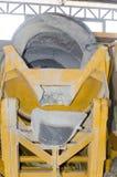 流动水泥搅拌车 免版税库存照片