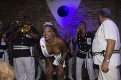 流星锤Preta做加冕它的2016年狂欢节的女王/王后 免版税库存照片