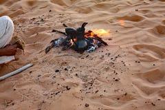 流浪的咖啡在Wahiba铺沙#1 :Normadic沙漠阵营,阿曼 库存图片
