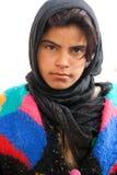 流浪的女孩在扇叶树头榈-叙利亚古城 图库摄影