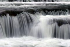 流的软的瀑布 免版税库存照片