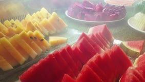 流经新近地被切的果子的冷的冰烟 影视素材