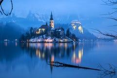 流血与湖在冬天,斯洛文尼亚,欧洲 免版税图库摄影
