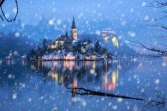 流血与湖在冬天,斯洛文尼亚,欧洲 免版税库存照片