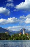 流血平衡海岛湖中间山好的反映斯洛文尼亚 免版税库存图片