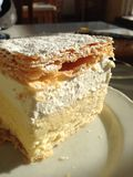 从流血的味道好的奶油色蛋糕 库存照片