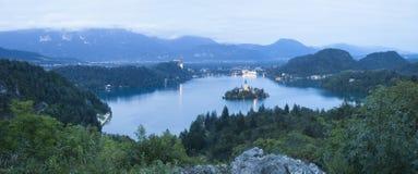 流血的湖在晚上 免版税图库摄影