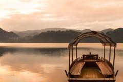 流血的湖 免版税库存图片