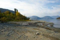 流血的湖Pebble海滩 免版税库存照片