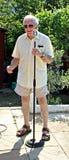 流行歌手卡拉OK演唱 免版税库存图片