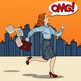 流行艺术有工作的公文包赛跑的女商人 免版税库存照片