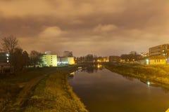 流经Olomouc市的中心河的HDR照片 库存照片