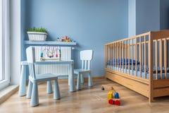浅兰的颜色的婴孩室 库存图片