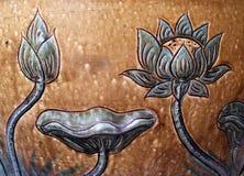 浅浮雕被塑造的陶瓷莲花 免版税库存照片