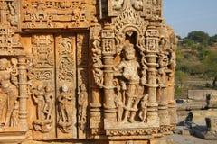 浅浮雕雕刻Sas Bahu寺庙在瓜廖尔市,拉贾斯坦,印度 库存图片