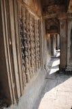 浅浮雕画廊从gopura III的在吴哥窟 免版税库存照片