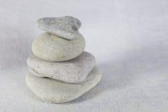 浅灰色的白云岩石头 库存图片