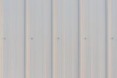 浅灰色的金属房屋板壁 免版税库存图片