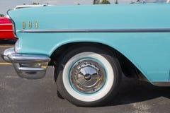 浅灰蓝色&白色1957年Chevy Bel Air侧视图 图库摄影