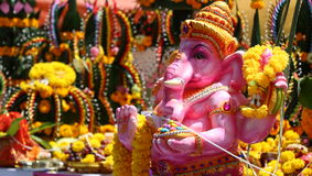 浅粉红色颜色Ganesh神在泰国 免版税库存照片
