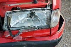浅红色残破的车祸的前面 免版税图库摄影