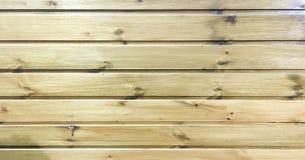 浅褐色的软性涂了清漆木纹理表面作为背景 难看的东西洗涤了木板条桌样式顶视图 免版税图库摄影