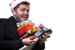 浅黑肤色的男人照片圣诞老人的盖帽的有有礼物的箱子的,与终端 图库摄影